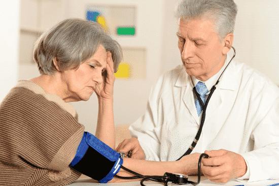 Как бороться с повышенным давлением в пожилом возрасте?