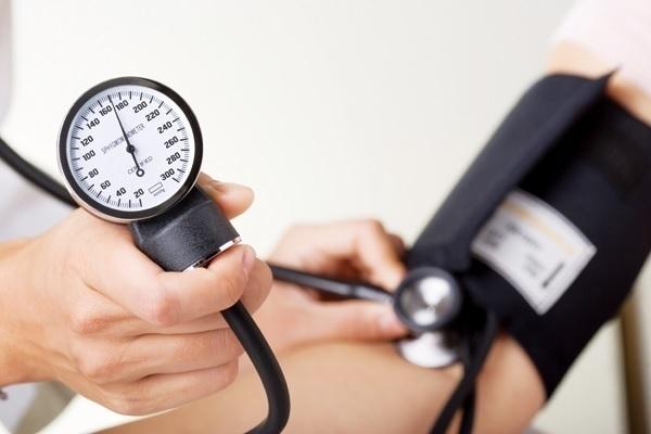 Можно ли выпить 100 грамм водки при повышенном давлении?