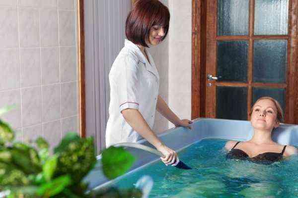 Можно ли при повышенном давлении принимать горячую ванну?