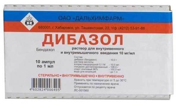 При повышенном давлении крови врач скорой помощи делает человеку укол