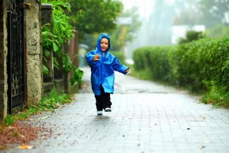 Можно ли гулять если у ребенка кашель и сопли без температуры комаровский?