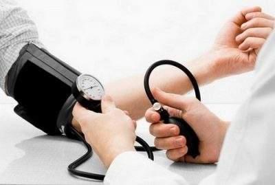 Повышенное давление и кровь из носа у подростка