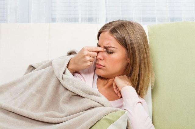 Что делать если насморк не проходит 2 недели у взрослого и сопли прозрачные?