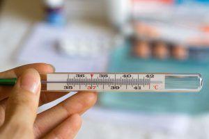 Температура и повышенное давление и пульс у взрослого человека