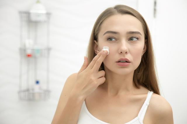 Как лечить себорейный дерматит на голове у взрослого народными средствами?