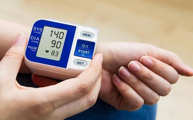 Что делать при повышенном давлении в домашних условиях 170 100?