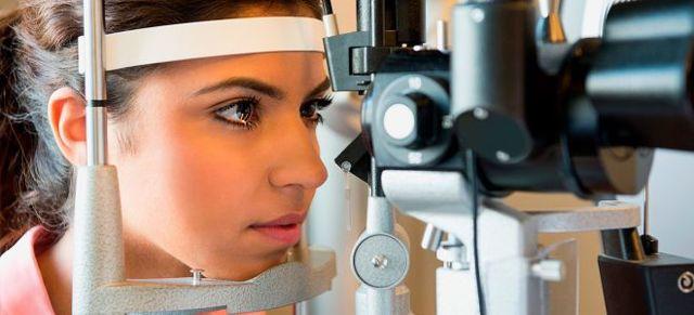 Черное пятно в глазу когда смотришь при повышенном давлении