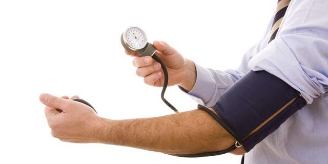 Какие таблетки пить если верхнее давление повышено а нижнее понижено?