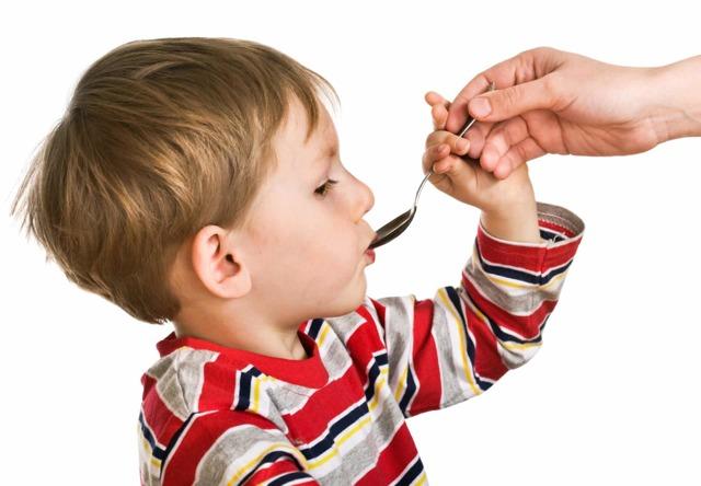 По задней стенке горла стекает слизь а соплей нет у ребенка как лечить