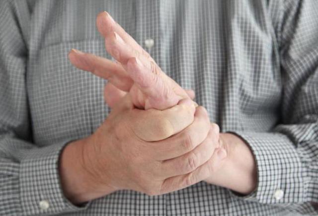 Почему на одной руке давление повышенное а на другой пониженное?