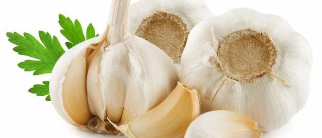 Можно ли есть чеснок при повышенном давлении и повышенном холестерине?