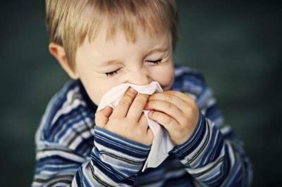 Вести ли ребенка в сад с соплями и кашлем без температуры