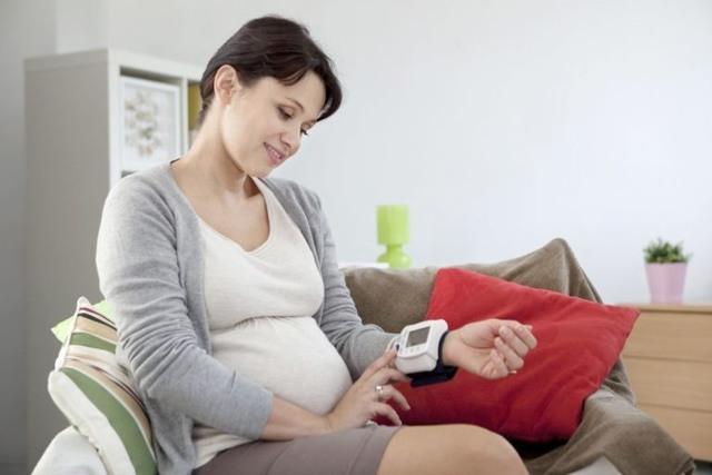 Какое давление считается повышенным при беременности на поздних сроках?