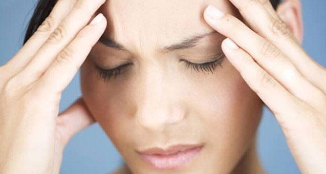 Перед месячными болит сильно голова и повышено давление